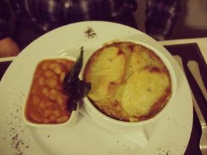 Pastel de papas y carne, co n cordero magallánico, preparado por el mismo chef